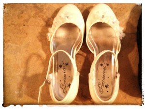 BEAUTIFUL DRESSY WHITE SHOES -- $5